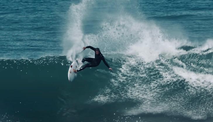 クイックシルバーバーチームで同い年の五十嵐カノアとレオナルド・フィオラヴァンテのサーフィン映像 〜美しいポルトガルの朝〜