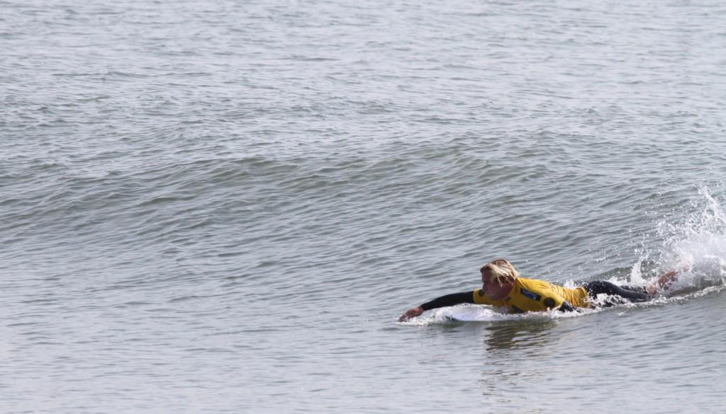サーフィンパドルからテイクオフ1