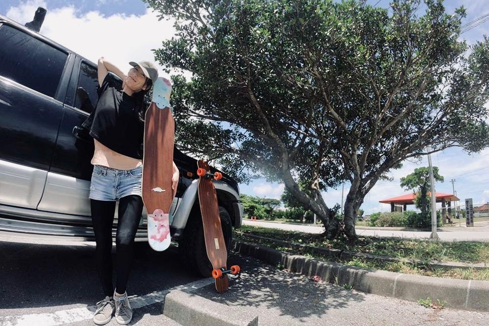 『ファショナブルでお洒落な世界観』女性から見るロングスケートボードの魅力