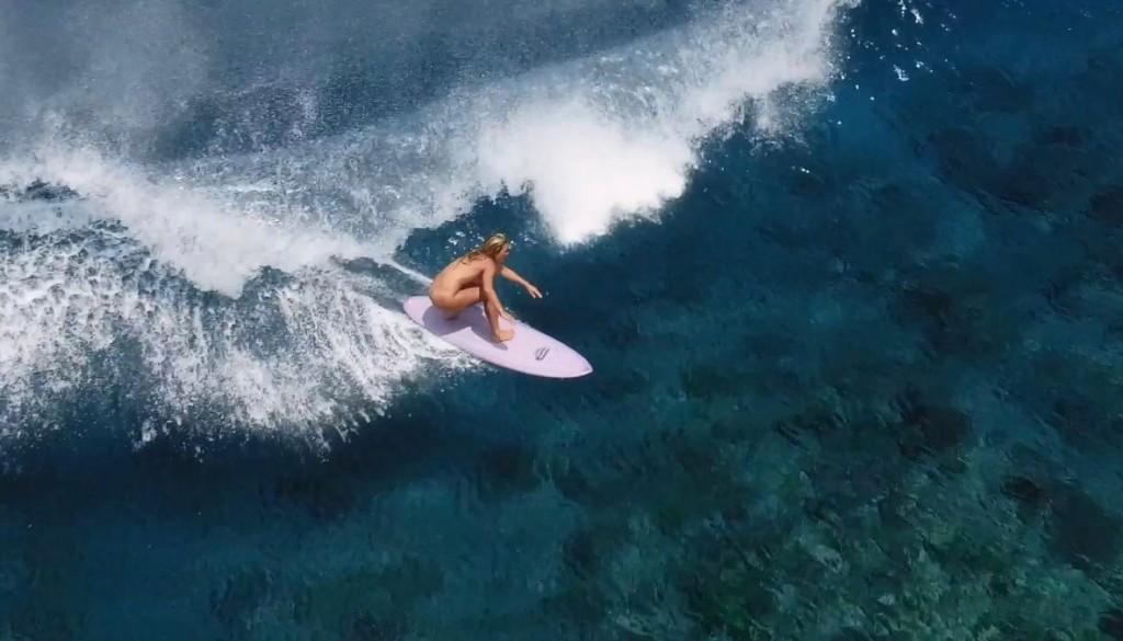 ヌードサーフィン