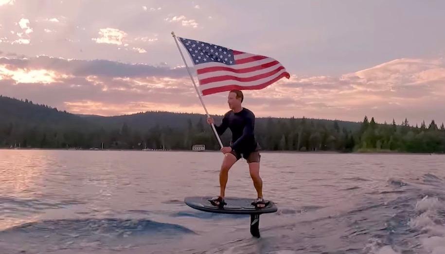 アメリカ独立記念日をお祝いするマーク・ザッカーバーグのフォイルサーフィン映像