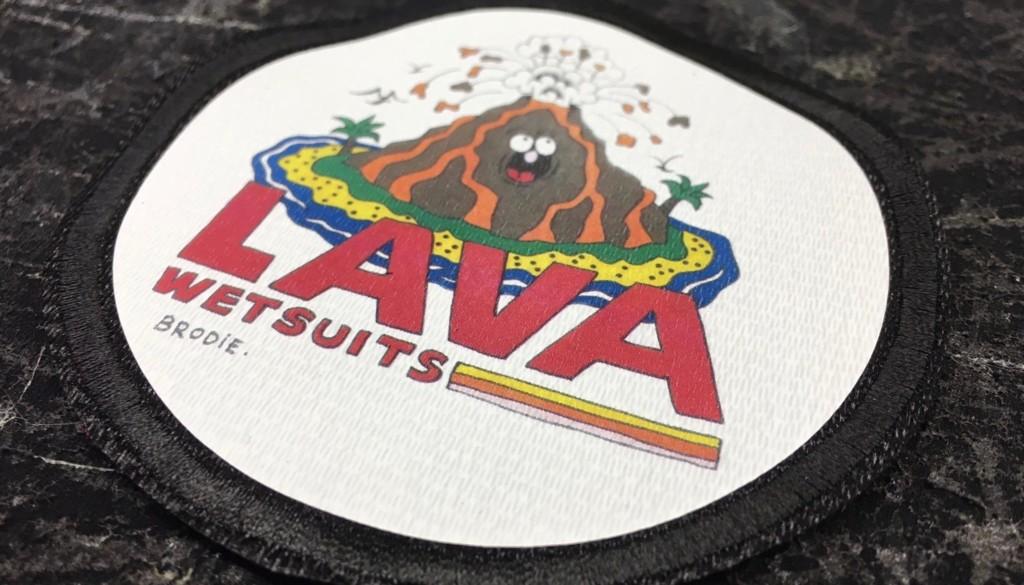 『ブローディ・ジャクソン』がロゴデザインするウェットスーツ『LAVA WETSUITS』