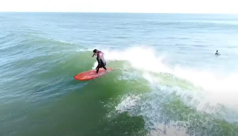 65万回再生ドローンの達人 中村聡による、田中英義プロの千葉東浪見 空撮サーフィン映像