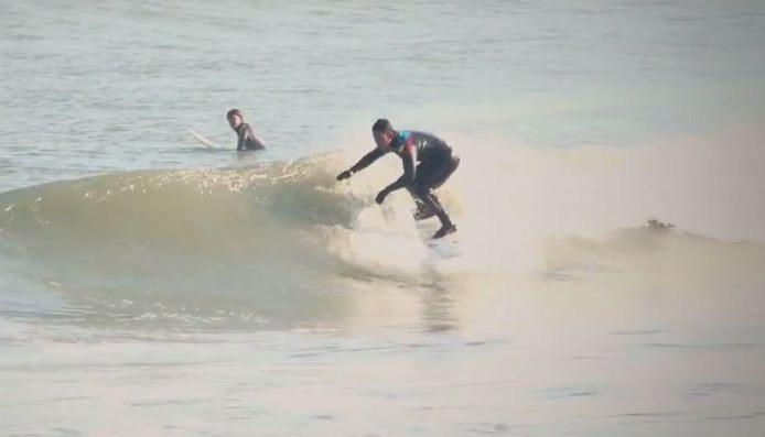 義足 障害 サーフィン
