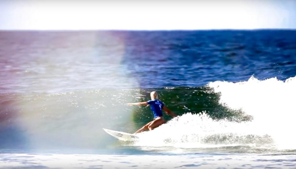 女性サーファー2