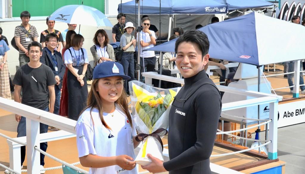 サーファーで俳優の吉沢悠がスポルのウェイブプールでサーフィンを披露!