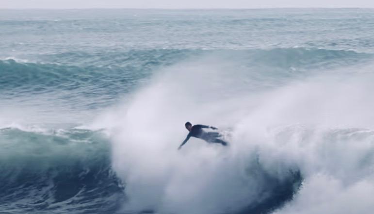 大波に巻かれても怖くない!プロが教えるワイプアウト方法