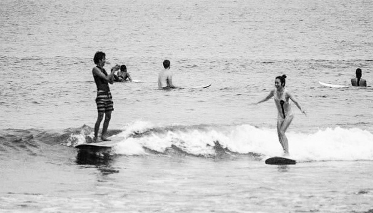 サーフィン サーファーカップル