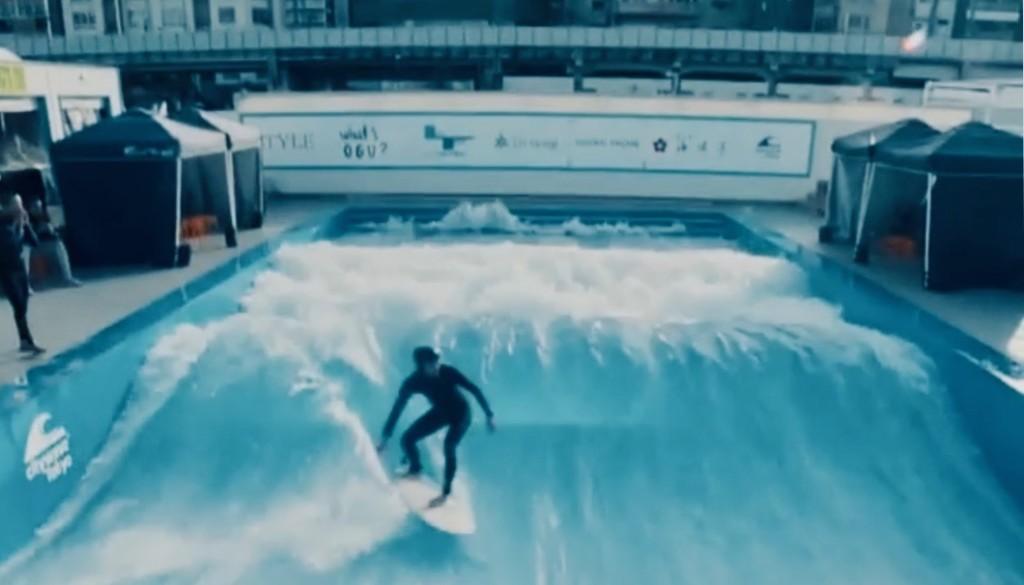スティーブ・アオキが12月の日本でサーフィン体験