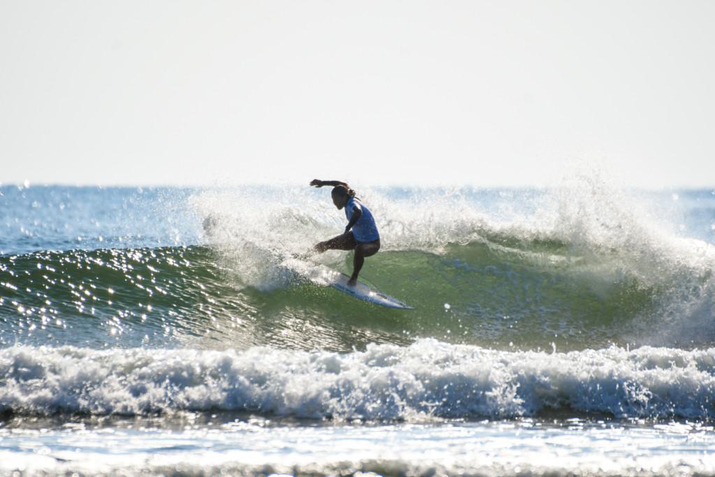 サーフィン 女
