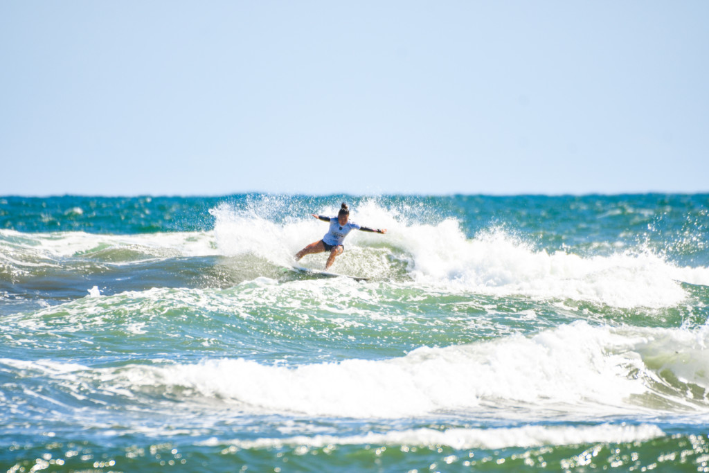 サーフィン 女子