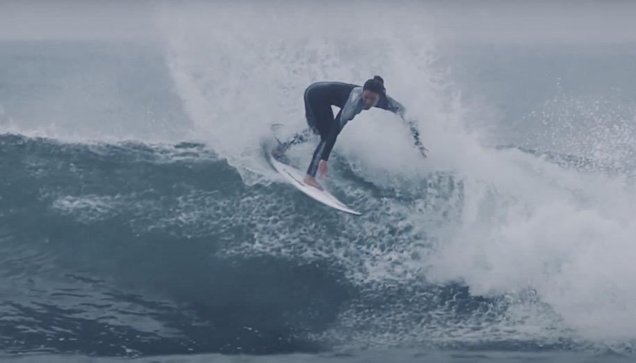 松田詩野の奄美大島フリーサーフィン映像とエルサルバドルのメッセージ