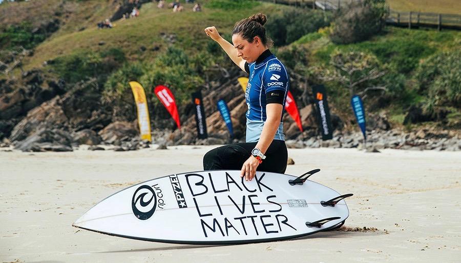 タイラー・ライト Tweed Coast Proで黒人差別に対するメッセージを送る