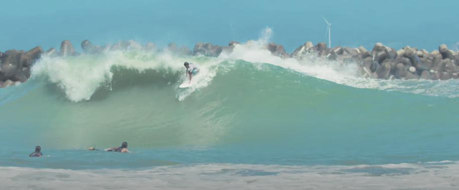 辻裕次郎と飯田航太の台風ウネリ超極上ウェッジな波でのサーフィン映像