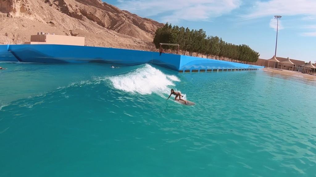 ドバイ サーフィン