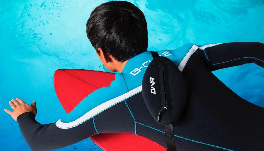 サーフィン用に開発された海の中で使えるウェットバック