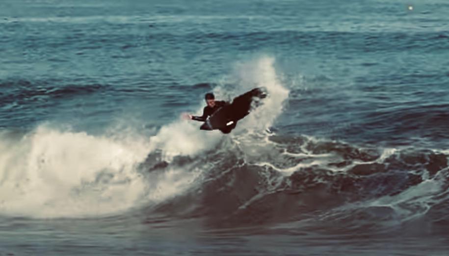 村上舜のホームポイント湯河原での最新サーフィン映像