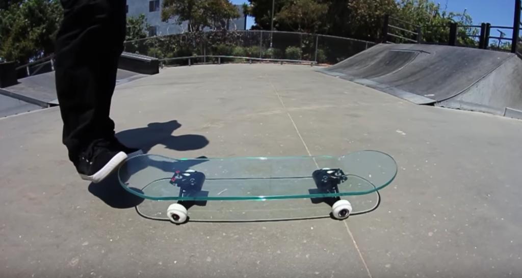 ガラスのスケートボード1