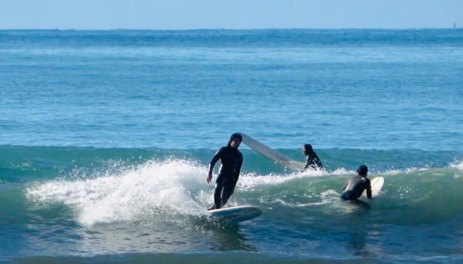 シングルフィンパフォーマンスロングボードDEADKOOKS次世代モデル『NAUSEA』プロロガー真田和斗の湘南江ノ島サーフィン映像