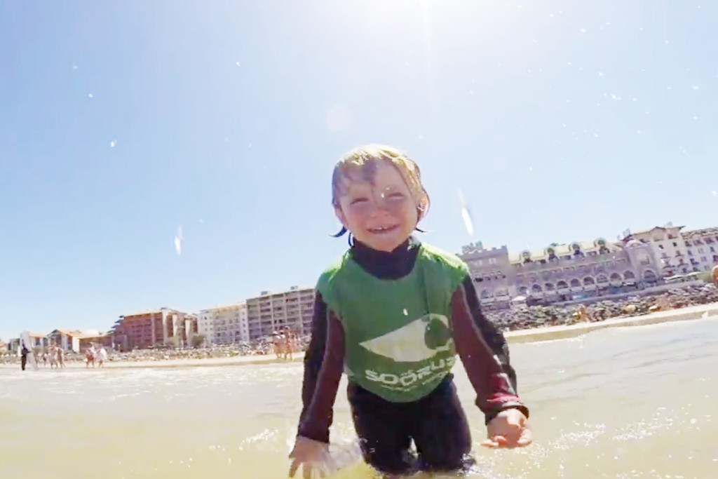 kids_surfing3