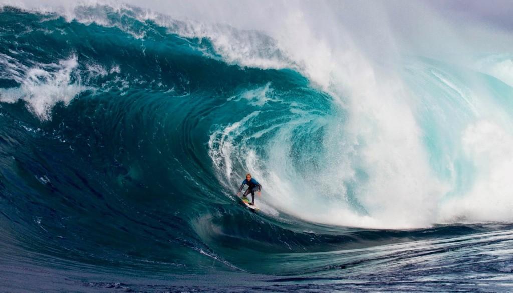 世界指折りの最強ウェーブに挑むレッドブル主催「ケープ・フィア」サーフイベント開催