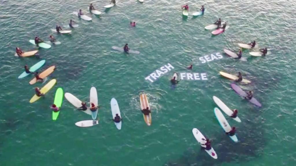 patagonia_surfing_trash_free_seas